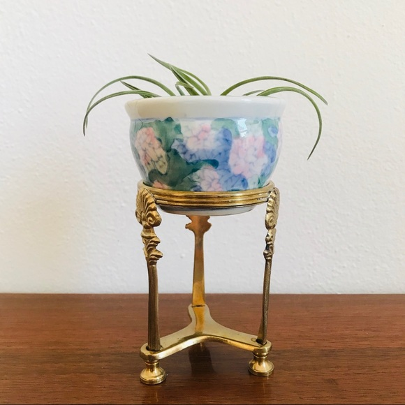 Vintage Other - Mini Chinese pot and brass stand
